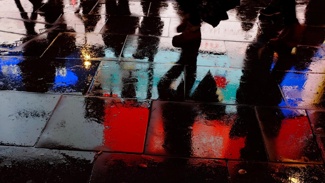 piccadilly-circus-rain-reflections-13