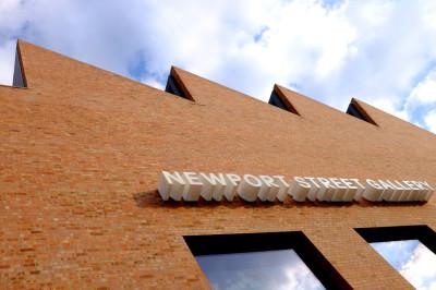 newport-gallery-damien-hirst-7